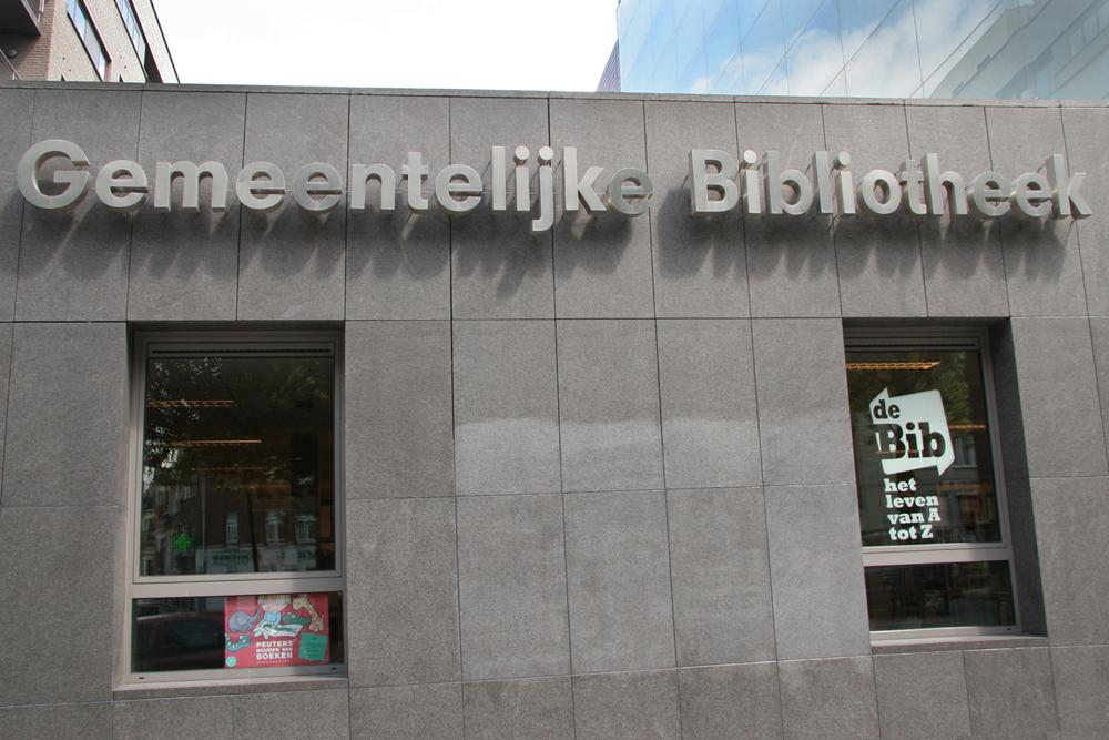 Gemeentelijke nederlandse bibliotheek