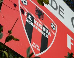 Panneau avec le logo du FC Kosova Schaerbeek